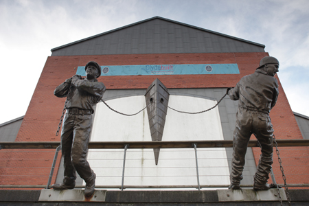 Bronze shipworkers at Clydebuilt Museum